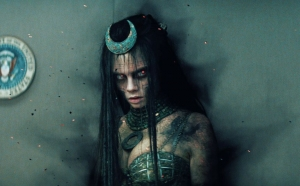 forget-joker-suicide-squad-trailer-reveals-enchantress-is-in-control-of-task-force-x-e-932278